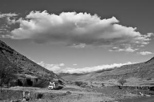 Lesotho5_Stellplatz an trockenem Flussbett vor Sehlabathebe